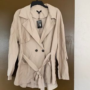NWT Fate M Tan Short Trench